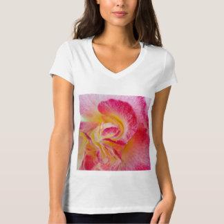 Camiseta pétalas cor-de-rosa amarelas