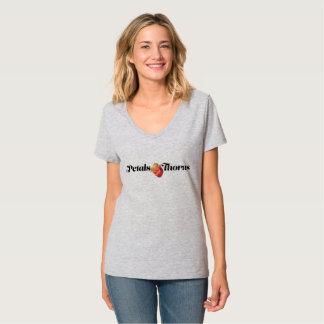 Camiseta Pétalas & V-Pescoço dos espinhos