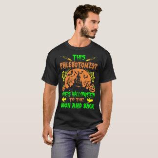 Camiseta Phlebotomist ama a lua do Dia das Bruxas e o