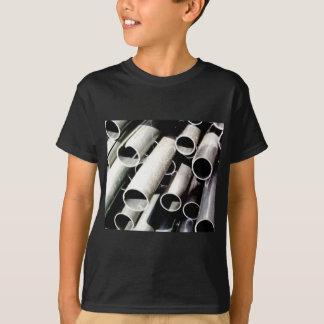 Camiseta pilha de tubos do metal