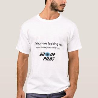 Camiseta Piloto do zangão: as coisas estão olhando acima.