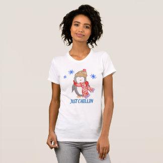 """Camiseta Pinguim """"APENAS CHILLIN """" do floco de neve"""