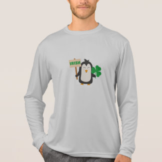 Camiseta Pinguim irlandês com trevo Zjib4