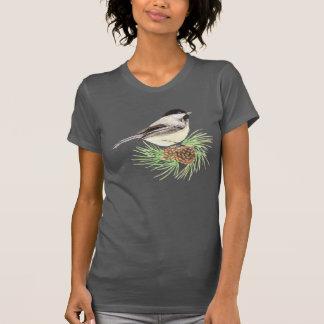Camiseta Pinheiro bonito do pássaro do Chickadee da