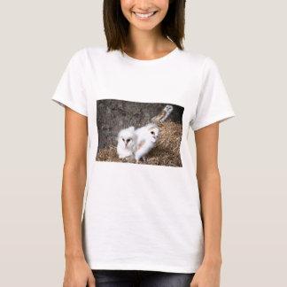 Camiseta Pintinhos da coruja de celeiro em um ninho