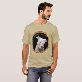 Camiseta Pitbull branco com beijos do vermelho por todo o
