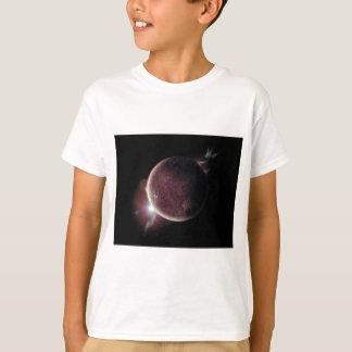 Camiseta planeta vermelho no universo com aura e estrelas