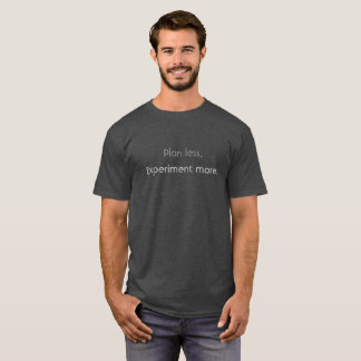 Camiseta Plano menos.  Experimente mais