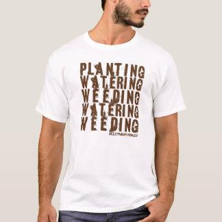 Camiseta Plantação, molhar, removendo ervas daninhas