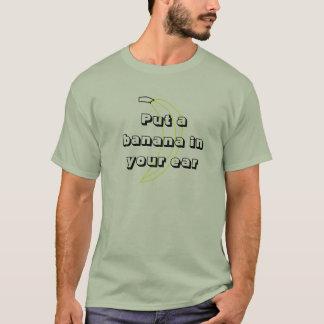 Camiseta Pnha uma banana em seu design da orelha ò