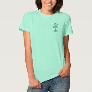 Camiseta Polo Bordada Menina irlandesa com corações celtas do nó