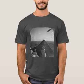 Camiseta pondering os mistérios das pirâmides