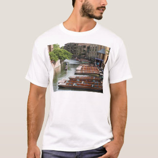 Camiseta Pontapés em Cambridge, Inglaterra