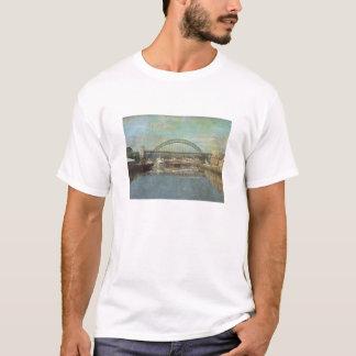 Camiseta ponte de tyne (design do sepia)