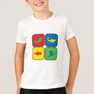 Camiseta Pop art do surfista e dos tubarões