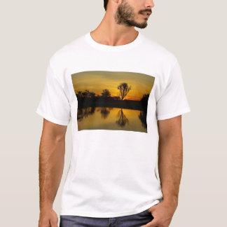 Camiseta Por do sol, água amarela Billabong