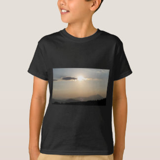 Camiseta Por do sol sobre montanhas