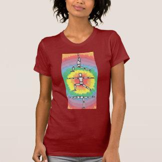 Camiseta Poses de madeira do homem da ioga do guerreiro do