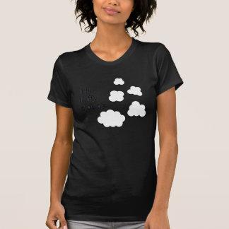 Camiseta pouco. macio. nuvens