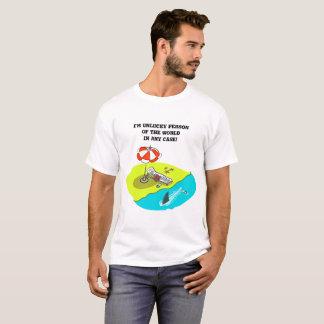 Camiseta praia dos desenhos animados da pessoa azarado e