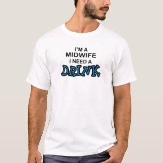 Camiseta Precise uma bebida - parteira