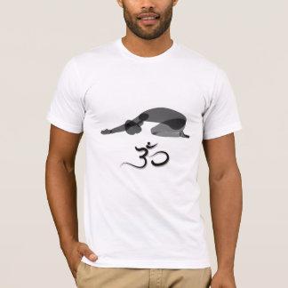 Camiseta Preto descendente da pose, símbolo do OM