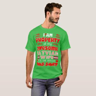 Camiseta Propriedade de minha esposa letão impressionante