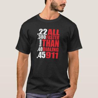 """Camiseta Proprietário de arma """"toda mais rapidamente do que"""