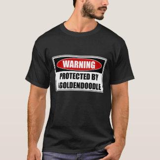 Camiseta Protegido por um Goldendoodle
