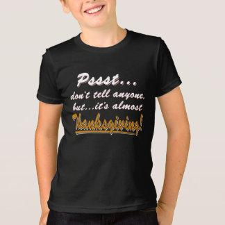 Camiseta Pssst… quase ACÇÃO DE GRAÇAS (branca)