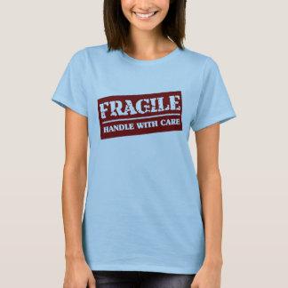 Camiseta Punho frágil com cuidado