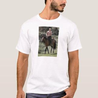 Camiseta Putin descamisado monta um cavalo