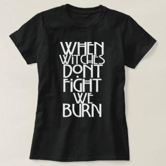 Camiseta Quando as bruxas não lutam nós queimamo-nos