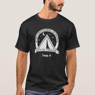 Camiseta Quando nós vamos acampar está NAS BARRACAS. escuro