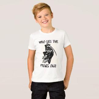 """Camiseta """"Quem deixou os sapos para fora"""" por Carter L."""