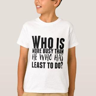 Camiseta Quem é mais ocupado do que ele que tem menos a
