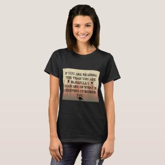 Camiseta Rastejamento acima atrás de você
