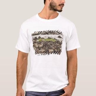 Camiseta Rebanho maciço do Wildebeest durante a migração,