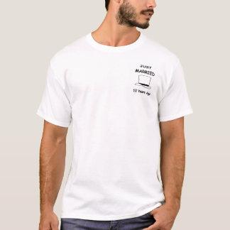 Camiseta Recem casados 10 anos há de noivo (logotipo