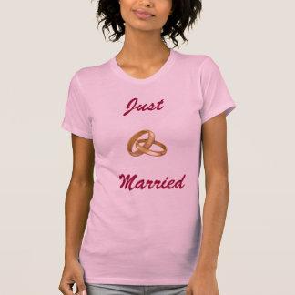 Camiseta Recem casados - alianças de casamento
