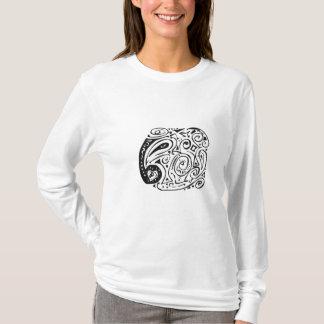 Camiseta Redemoinhos, corações e paisley