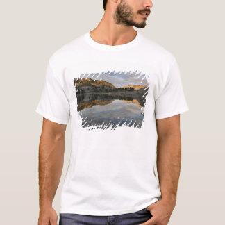 Camiseta Reflexões do por do sol no lago Helen, Lassen