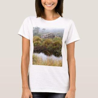 Camiseta Reflexões enevoadas da manhã, Tasmânia, Austrália