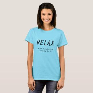 """Camiseta """"Relaxe-me não são um doutor mas eu jogo um T na"""