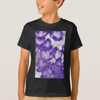 Camiseta Remendo da flor do açafrão da lavanda