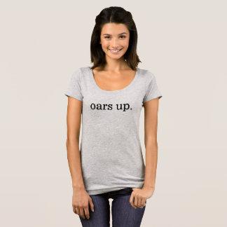 Camiseta remos acima. T: pescoço da colher das mulheres