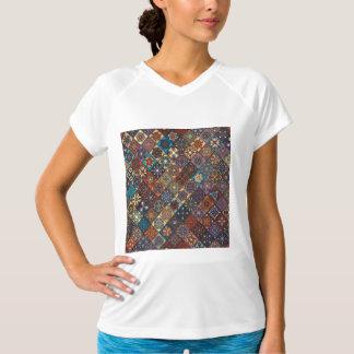 Camiseta Retalhos do vintage com elementos florais da