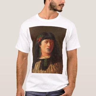 """Camiseta """"Retrato de uma mulher maori nova com Moko"""