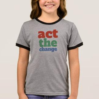 Camiseta Ringer Actua a mudança, muda - pia batismal & colore