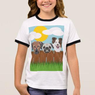 Camiseta Ringer Cães afortunados da ilustração em uma cerca de